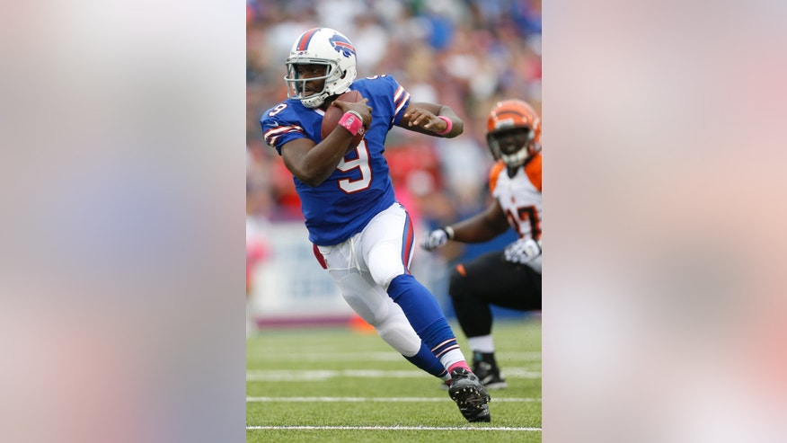 Buffalo Bills quarterback Thad Lewis (9) scrambles past Cincinnati Bengals defensive tackle Geno Atkins (97) in the first quarter of the NFL football game on Sunday, Oct. 13, 2013, in Orchard Park, N.Y. (AP Photo/Gary Wiepert)