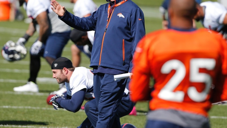 Denver Broncos head coach John Fox instructs his players at the NFL football team's practice facility in Englewood, Colo., on Wednesday, Oct. 16, 2013. The Broncos are scheduled to play the Indianapolis Colts this Sunday. (AP Photo/Ed Andrieski)
