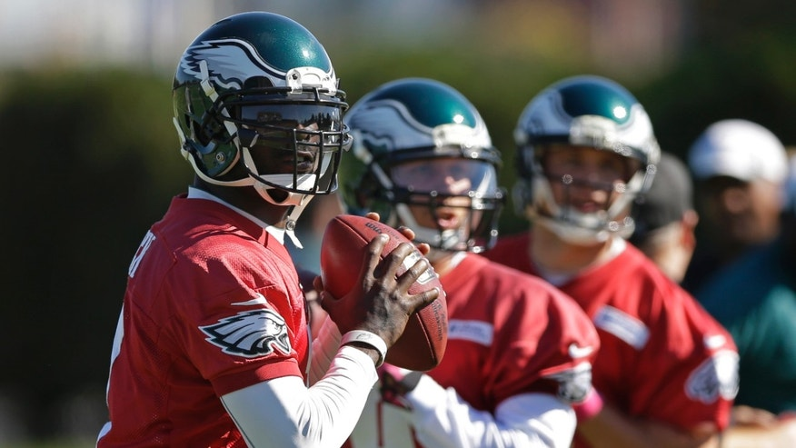 Philadelphia Eagles quarterbacks, from left,  Michael Vick, Nick Foles, and Matt Barkley throws during practice at the NFL football team's training facility, Tuesday, Oct. 15, 2013, in Philadelphia. (AP Photo/Matt Rourke)