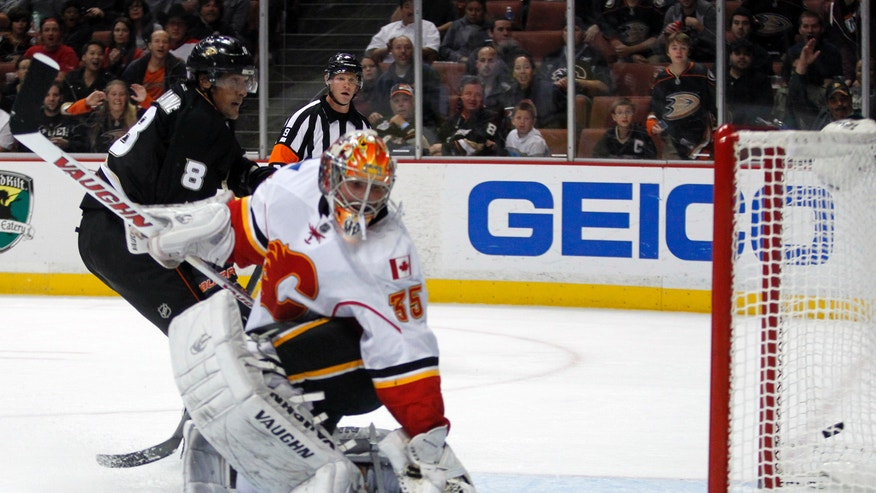 Anaheim Ducks right wing Teemu Selanne (8), of Finland,  scores against Calgary Flames goalie Joey MacDonald, right, during the second period of an NHL hockey game, Wednesday, Oct. 16, 2013, in Anaheim, Calif. (AP Photo/Alex Gallardo)