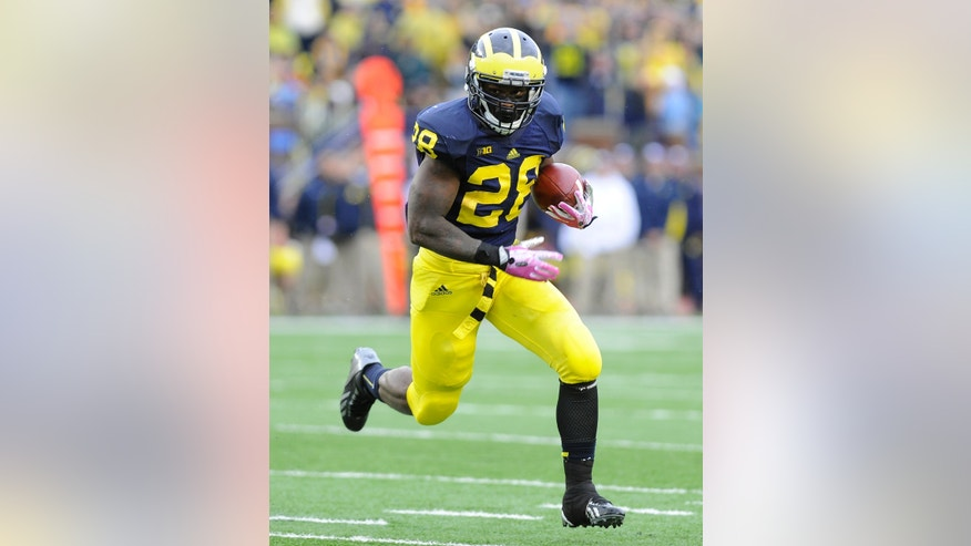 Michigan running back Fitzgerald Toussaint runs for a second quarter touchdown against Indiana during an NCAA football game at Michigan Stadium in Ann Arbor, Saturday, Oct. 19, 2013. (AP Photo/Lon Horwedel)