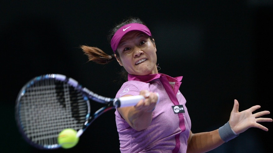 Li Na of China returns a shot to Jelena Jankovic of Serbia during their tennis match at the WTA championship in Istanbul, Turkey, Thursday, Oct. 24, 2013. The world's top female tennis players compete in the championships which runs from Oct. 22 until Oct. 27.(AP Photo)