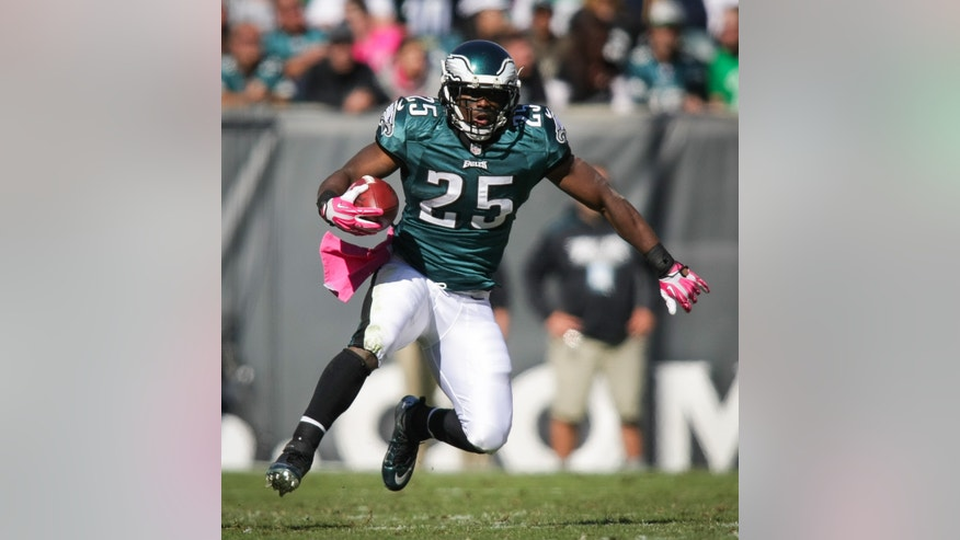 Philadelphia Eagles' LeSean McCoy runs for a short gain during an NFL football game against the Dallas Cowboys on Sunday, Oct. 20, 2013, in Philadelphia. (AP Photo/The Wilmington News-Journal, Suchat Pederson)