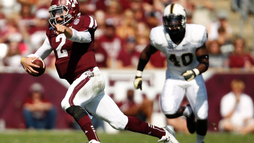 Texas A&M's Johnny Manziel (2) runs past Vanderbilt's Ja'karri Thomas (40) during the first half of an NCAA football game, Saturday, Oct. 26, 2013, in College Station, Texas. (AP Photo/Eric Christian Smith)