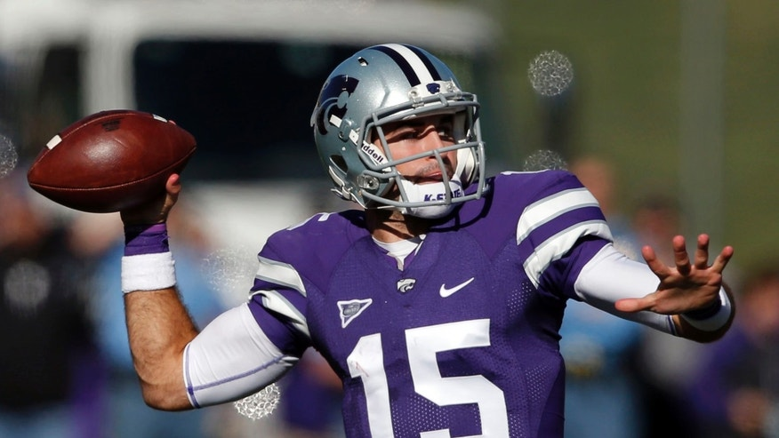 Kansas State quarterback Jake Waters throws a touchdown pass to Kansas State wide receiver Tyler Lockett during the first half of an NCAA college football game against West Virginia in Manhattan, Kan., Saturday, Oct. 26, 2013. (AP Photo/Orlin Wagner)