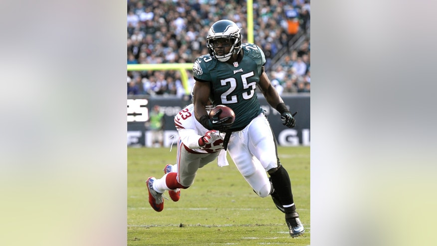 Philadelphia Eagles' LeSean McCoy (25) runs from New York Giants cornerback Corey Webster (23) during the first half of an NFL football game on Sunday, Oct. 27, 2013, in Philadelphia. (AP Photo/Michael Perez)