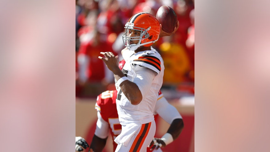 Cleveland Browns quarterback Jason Campbell (17) passes against the Kansas City Chiefs during the first half of an NFL football game in Kansas City, Mo., Sunday, Oct. 27, 2013. (AP Photo/Ed Zurga)