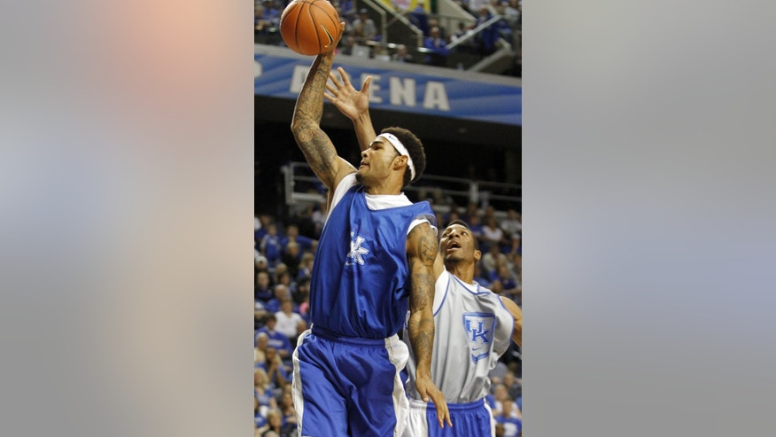 The Blue team's Willie Cauley-Stein, left, goes up for a dunk next to the White team's Marcus Lee during Kentucky's NCAA college basketball scrimmage, Tuesday, Oct. 29, 2013, in Lexington, Ky. (AP Photo/James Crisp)