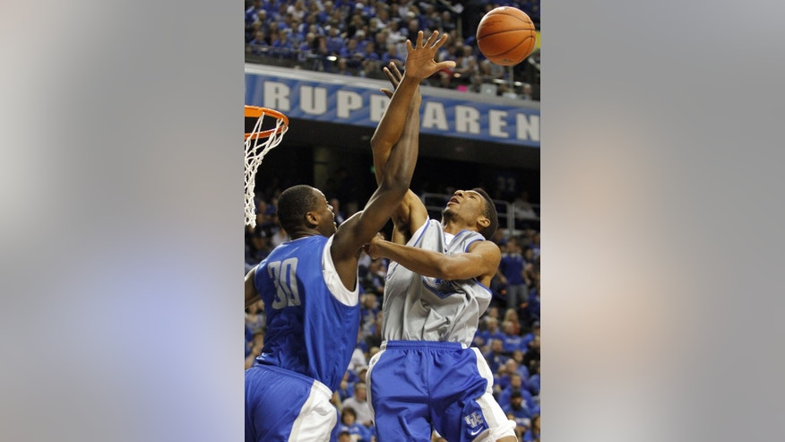 The Blue team's Julius Randle (30) and the White Team's  Marcus Lee battle for a rebound during Kentucky's NCAA college basketball scrimmage, Tuesday, Oct. 29, 2013, in Lexington, Ky. (AP Photo/James Crisp)