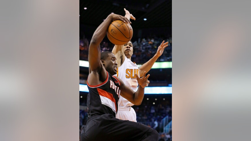 Portland Trail Blazers' Wesley Matthews, left, drives past Phoenix Suns' Gerald Green during the first half of an NBA basketball game Wednesday, Oct. 30, 2013, in Phoenix. (AP Photo/Ross D. Franklin)