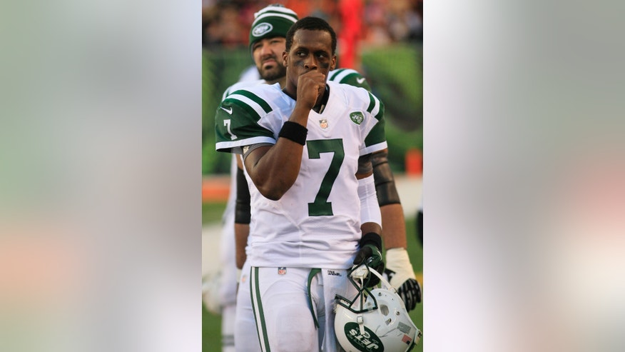 New York Jets quarterback Geno Smith walks off the field in the second half of an NFL football game against the Cincinnati Bengals Sunday, Oct. 27, 2013, in Cincinnati. (AP Photo/Tom Uhlman)