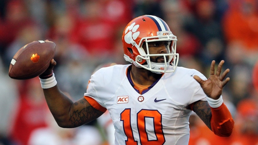 Clemson quarterback Tajh Boyd throws to a receiver in the second half of an NCAA college football game against Maryland in College Park, Md., Saturday, Oct. 26, 2013. (AP Photo/Patrick Semansky)
