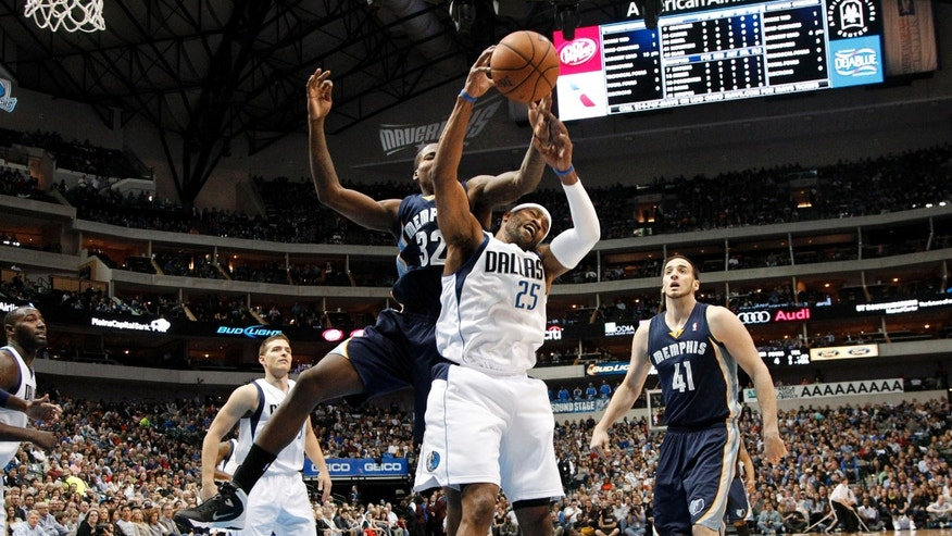 Memphis Grizzlies' Ed Davis (32) and Dallas Mavericks' Vince Carter (25) compete for a rebound in the first half of an NBA basketball game as Gal Mekel, left rear, of Israel and Kosta Koufos (41) watch, Saturday, Nov. 2, 2013, in Dallas. (AP Photo/Tony Gutierrez)