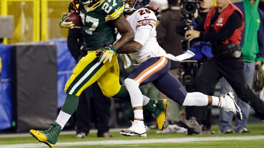 Green Bay Packers' Eddie Lacy breaks away from Chicago Bears' Tim Jennings for a 56-yard run during the second half of an NFL football game Monday, Nov. 4, 2013, in Green Bay, Wis. (AP Photo/Mike Roemer)