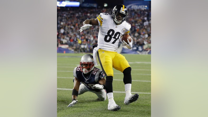 Pittsburgh Steelers wide receiver Jerricho Cotchery (89) scores a touchdown in front of New England Patriots defensive back Logan Ryan (26) in the third quarter of an NFL football game Sunday, Nov. 3, 2013, in Foxborough, Mass. (AP Photo/Steven Senne)