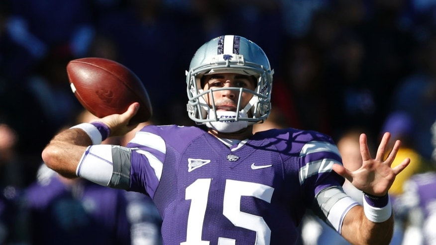 Kansas State quarterback Jake Waters passes to a teammate during the first half of an NCAA college football game against Iowa State at Bill Snyder Family Stadium in Manhattan, Kan., Saturday, Nov. 2, 2013. (AP Photo/Orlin Wagner)
