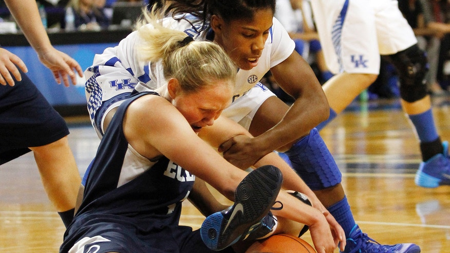 Kentucky's Janee Thompson and Eckerd's Sarah Ammons go after a loose ball during the first half of an NCAA college basketball exhibition game, Sunday, Nov. 3, 2013, in Lexington, Ky. (AP Photo/James Crisp)