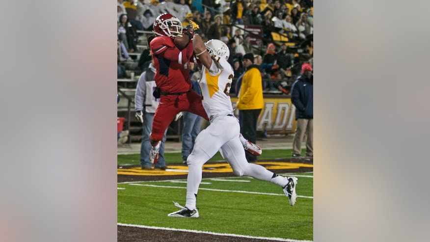 Fresno State widereceiver Isaiah Burse (1) catches the second touchdown for Fresno over Wyoming defender Mark Nzeoche (21) during the first half against the Wyoming Cowboys Saturday Nov. 9, 2013 at War Memorial Stadium in Laramie, Wyo. (AP Photo/Jeremy Martin)