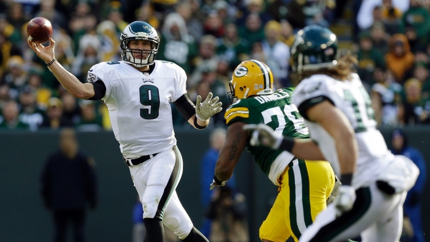 Philadelphia Eagles quarterback Nick Foles throws during the first half of an NFL football game against the Green Bay Packers Sunday, Nov. 10, 2013, in Green Bay, Wis. (AP Photo/Mike Roemer)