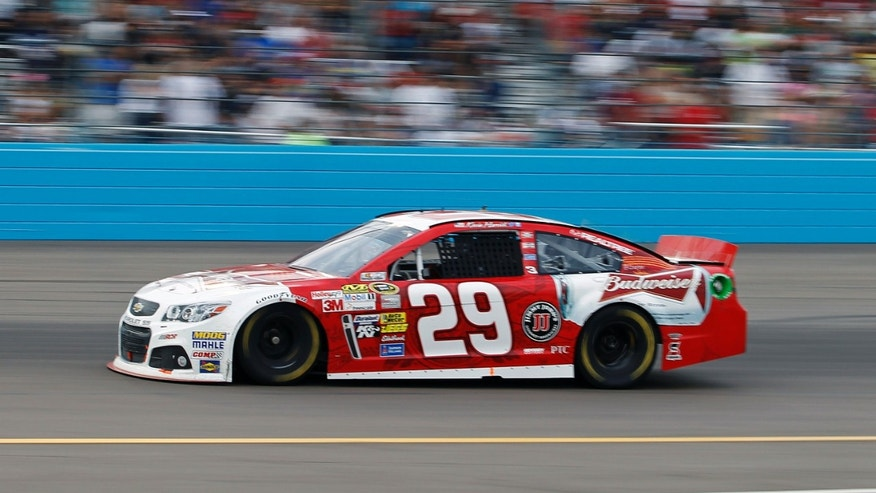 Driver Kevin Harvick (29) drives during the AdvoCare 500 NASCAR Sprint Cup Series auto race at Phoenix International Raceway, Sunday, Nov. 10, 2013, in Avondale, Ariz. (AP Photo/Ralph Freso)