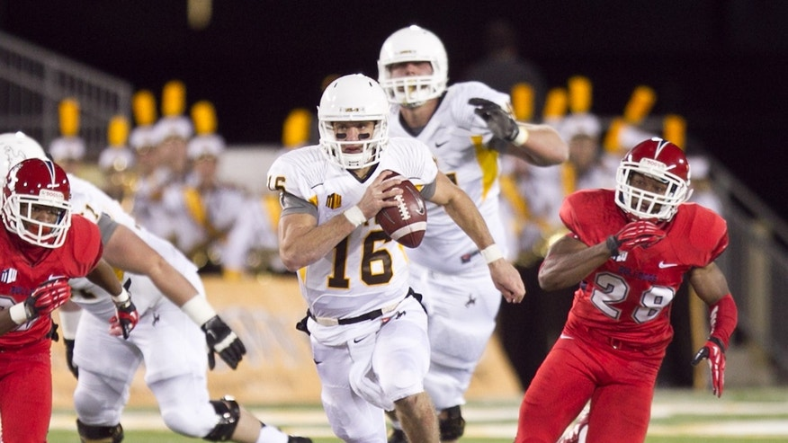 University of Wyoming's Brett Smith (16), scrambles out of the pocket in the first half of an NCAA college football game against Fresno St.  Saturday, Nov. 9, 2013. (AP Photo/Jeremy Martin)