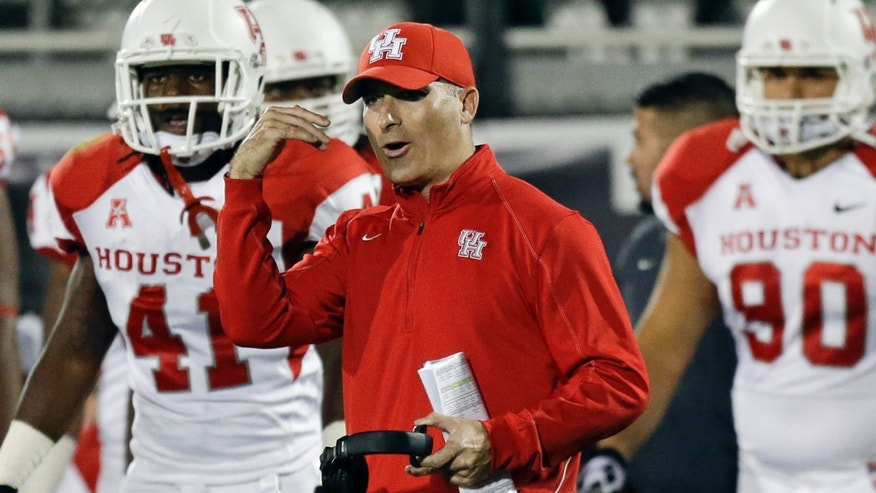 Houston head coach Tony Levine talks to his players during a timeout during the first half of an NCAA college football game against Central Florida in Orlando, Fla., Saturday, Nov. 9, 2013. (AP Photo/John Raoux)