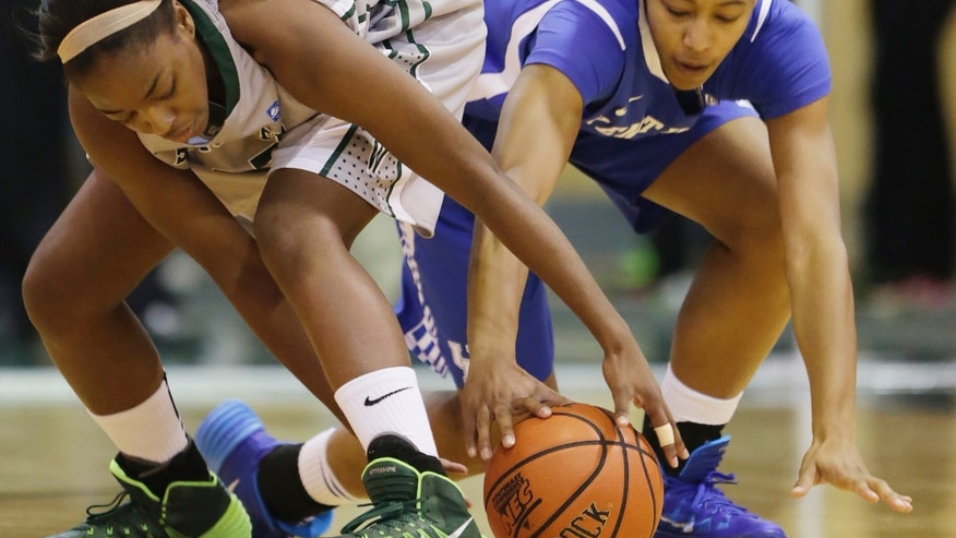 Wagner's Maria Conyers-Jordan, left, and Kentucky's Jelleah Sidney scramble for a loose ball in the first half of an NCAA college basketball game at Wagner College in the Staten Island borough of New York, Sunday, Nov. 10, 2013. (AP Photo/Mark Lennihan)
