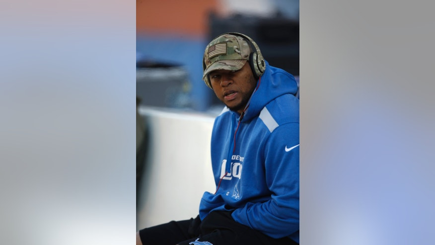 "Detroit Lions defensive tackle Ndamukong Suh wears a camouflage hat as he sits on the bench before an NFL football game against the Chicago Bears, Sunday, Nov. 10, 2013, in Chicago. The NFL is commemorating ""Salute to Service.""  (AP Photo/Charles Rex Arbogast)"