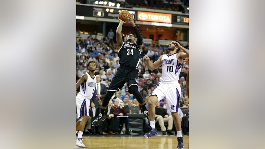 Brooklyn Nets forward Paul Pierce, center, drives between Sacramento Kings' Ben McLemore, left, and Greivis Vasquez, of Venezuela, during the first quarter of an NBA basketball game in Sacramento, Calif., Wednesday, Nov. 13, 2013. (AP Photo/Rich Pedroncelli)