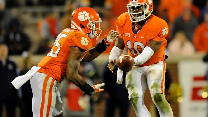 Clemson quarterback Tajh Boyd hands the ball off to Roderick McDowell during the second half of an NCAA college football game Thursday, Nov.14, 2013, at Memorial Stadium in Clemson, S.C. Clemson won 55-31. (AP Photo/ Richard Shiro)