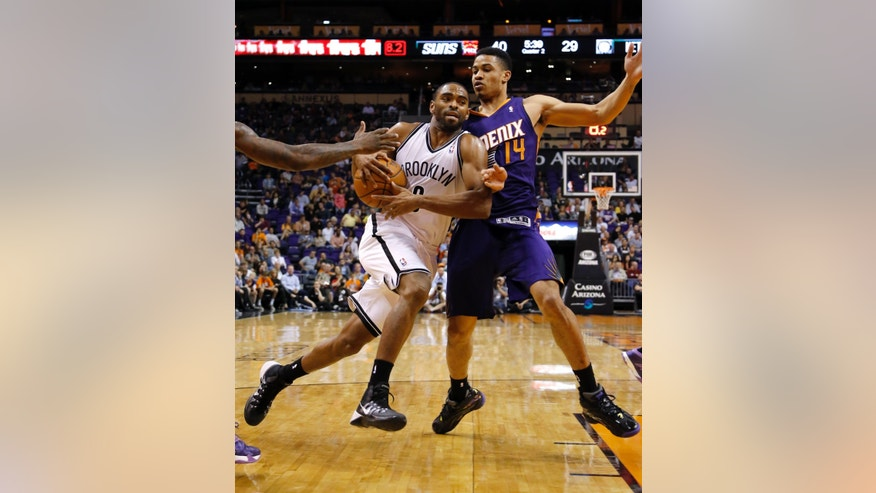 Brooklyn Nets' Alan Anderson drives against Phoenix Suns' Gerald Green (14) during the first half of an NBA game, Friday, Nov. 15, 2013, in Phoenix. (AP Photo/Matt York)