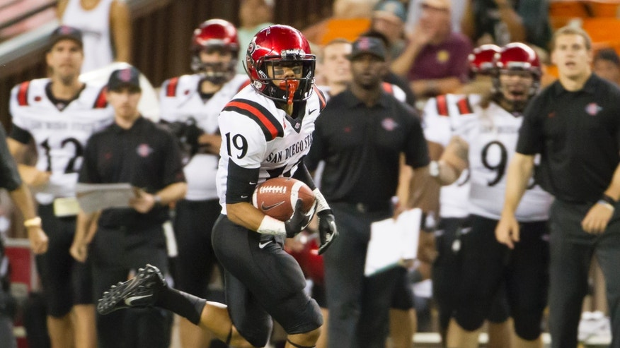 San Diego State running back Donnel Pumphrey (19) run in for a touch down against Hawaii in the third quarter of an NCAA college football game Saturday, Nov. 16, 2013, in Honolulu. (AP Photo/Eugene Tanner)