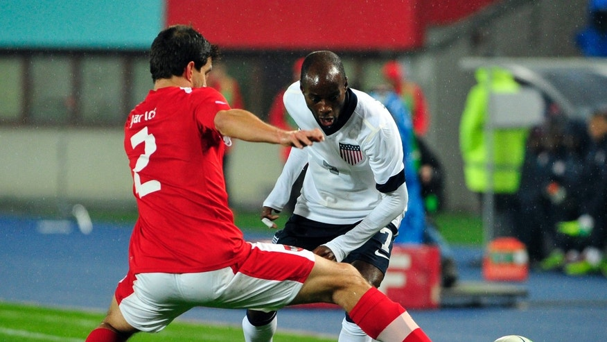 Austria's Gyoergy Garics, left, and DaMarcus Beasley of US challenge for the ball during a friendly soccer match between Austria and United States in Vienna, Austria, Tuesday, Nov. 19, 2013. (AP Photo/Hans Punz)