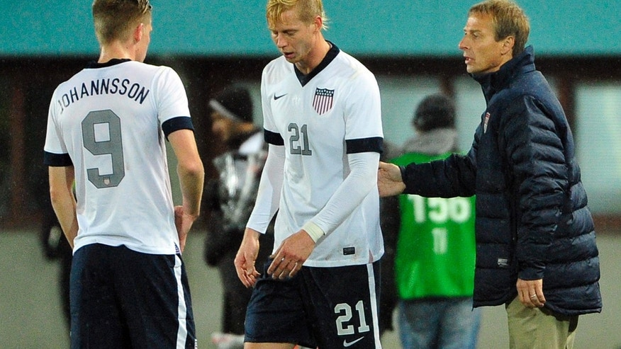 US national soccer team coach Juergen Klinsmann, right, talks to Aron Johannsson and Brek Shea, from left, during a friendly soccer match between Austria and The United States in Vienna, Austria, Tuesday, Nov. 19, 2013. (AP Photo/Hans Punz)