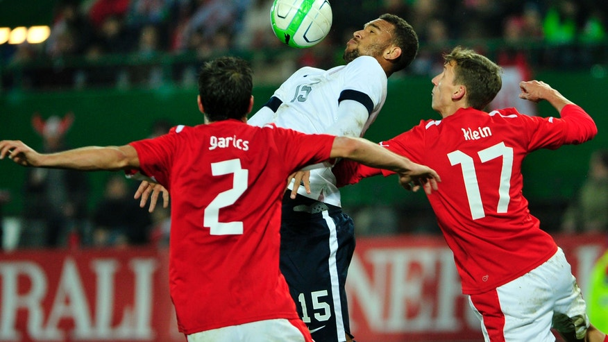 Austria's Gyoergy Garics, left, Florian Klein, right, and Terrence Boyd of US challenge for the ball during a friendly soccer match between Austria and The United States in Vienna, Austria, Tuesday, Nov. 19, 2013. (AP Photo/Hans Punz)