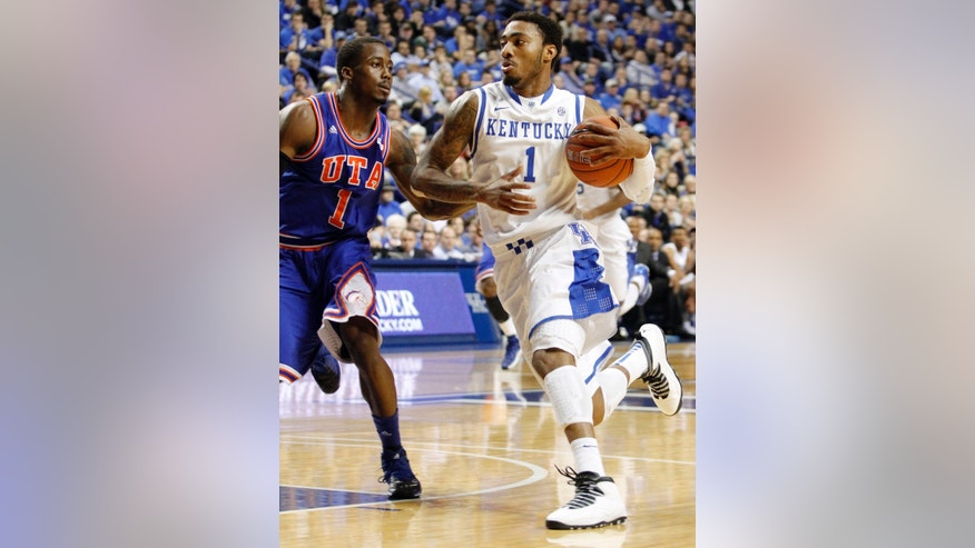 Kentucky's James Young, right, drives on Texas-Arlington's Reger Dowell during the first half of an NCAA college basketball game, Tuesday, Nov. 19, 2013, in Lexington, Ky. (AP Photo/James Crisp)