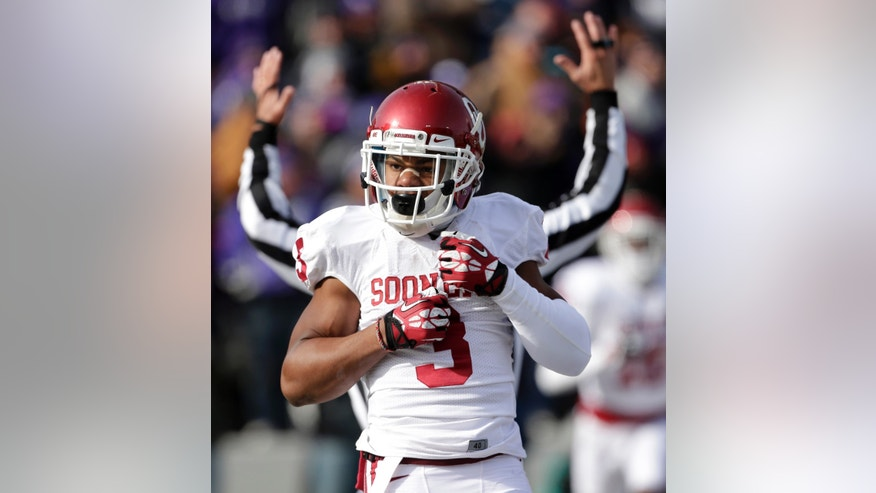 Oklahoma wide receiver Sterling Shepard celebrates after scoring a touchdown during the first half of an NCAA college football game against Kansas State Saturday, Nov. 23, 2013 in Manhattan, Kan. (AP Photo/Charlie Riedel)