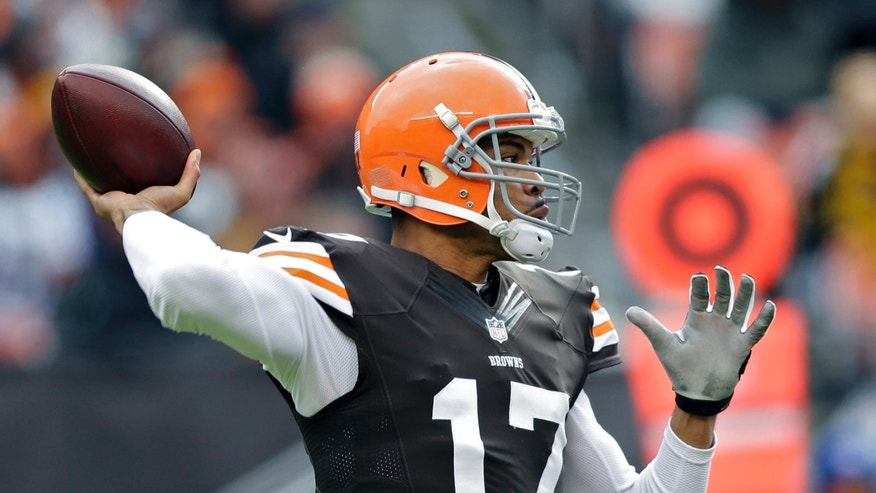 Cleveland Browns quarterback Jason Campbell passes against the Pittsburgh Steelers in the first quarter of an NFL football game Sunday, Nov. 24, 2013, in Cleveland. (AP Photo/Tony Dejak)