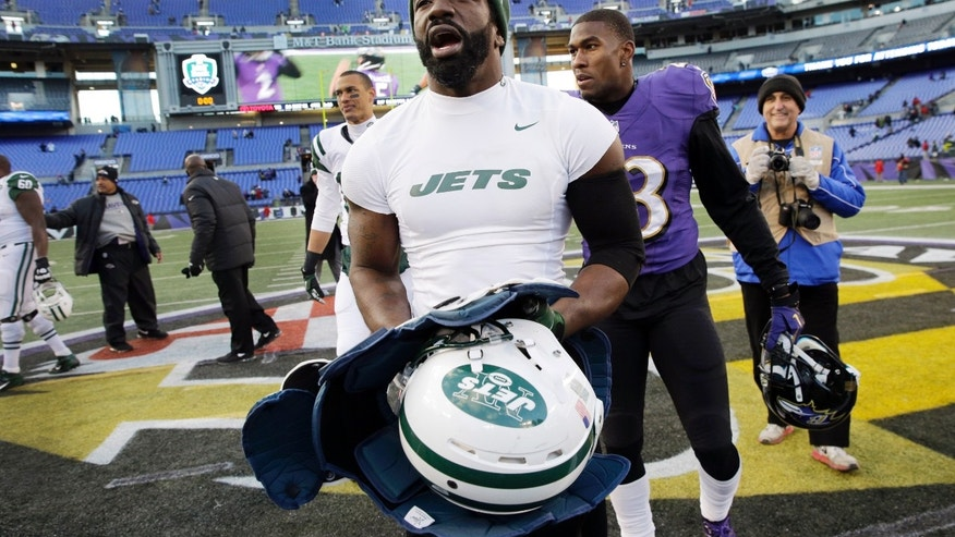 New York Jets safety Ed Reed walks off his former home field after an NFL football game against the Baltimore Ravens in Baltimore, Sunday, Nov. 24, 2013. The Ravens defeated the Jets 19-3. (AP Photo/Patrick Semansky)