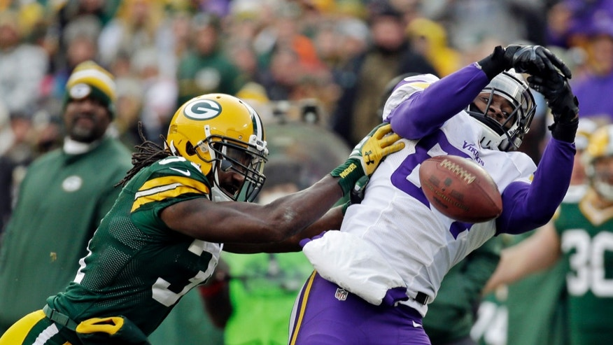 Green Bay Packers' Davon Housebreaks up a pass intended for Minnesota Vikings' Cordarrelle Patterson during the second half of an NFL football game Sunday, Nov. 24, 2013, in Green Bay, Wis. The game ended in a tie, 26-26. (AP Photo/Mike Roemer)