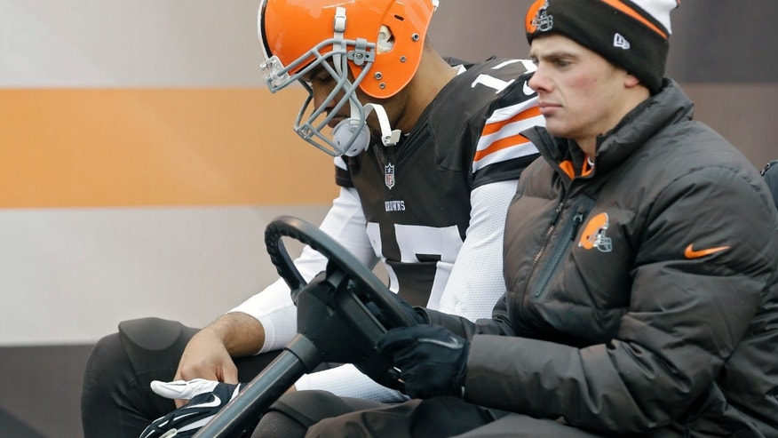 Cleveland Browns quarterback Jason Campbell is taken to the locker room after being injured in the third quarter of an NFL football game against the Pittsburgh Steelers, Sunday, Nov. 24, 2013, in Cleveland. (AP Photo/Tony Dejak)