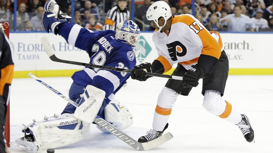 Philadelphia Flyers right wing Wayne Simmonds (17) is stopped by Tampa Bay Lightning goalie Anders Lindback, of Sweden,  on a penalty shot during the first period of an NHL hockey game Wednesday, Nov. 27, 2013, in Tampa, Fla. (AP Photo/Chris O'Meara)