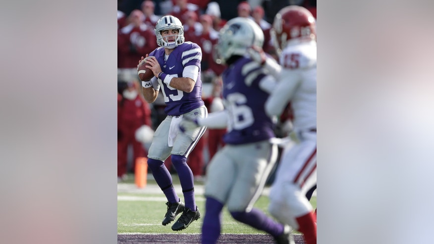 Kansas State quarterback Jake Waters looks for a receiver during the second half of an NCAA college football game against Oklahoma  Saturday, Nov. 23, 2013 in Manhattan, Kan. Oklahoma won the game 41-31. (AP Photo/Charlie Riedel)