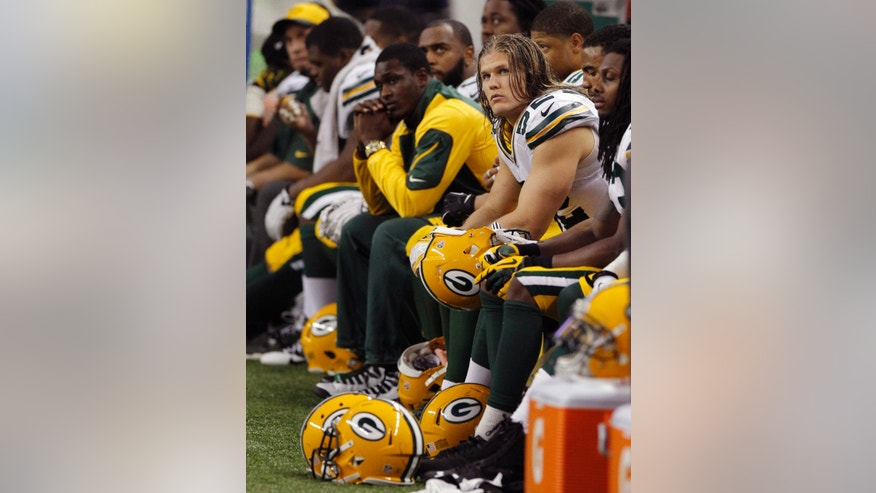 Green Bay Packers outside linebacker Clay Matthews (52) and teammates sit on the bench during the closing minutes of an NFL football game against the Detroit Lions at Ford Field in Detroit, Thursday, Nov. 28, 2013. (AP Photo/Duane Burleson)