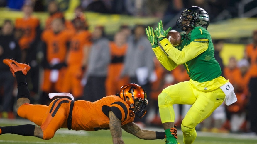 Oregon wide receiver Josh Huff (1) makes a reception against Oregon State cornerback Sean Martin during an NCAA college football game Friday, Nov. 29, 2013, in Eugene, Ore. Oregon won 36-35. (AP Photo/The Oregonian, Bruce Ely) MAGS OUT, TV OUT, LOCAL TV AND INTERNET OUT, (THE MERCURY, WILLAMETTE WEEK, PAMPLIN MEDIA GROUP OUT)