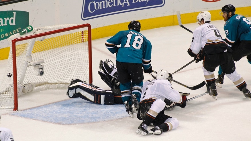 San Jose Sharks' Marty Havlat, right, scores against the Anaheim Ducks during the second period of an NHL hockey game, Saturday, Nov. 30, 2013, in San Jose, Calif. (AP Photo/George Nikitin)