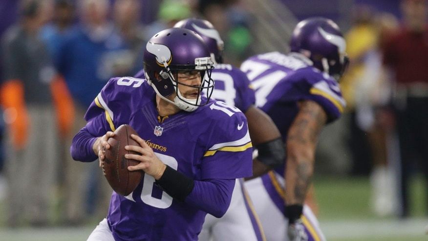 In this Dec. 1, 2013 photo, Minnesota Vikings quarterback Matt Cassel looks to throw a pass during the second half of an NFL football game against the Chicago Bears in Minneapolis.  Cassel took over for quarterback Christian Ponder, after Ponder took a hit to the head late in the second quarter during a rushed third-down throw.  (AP Photo/Jim Mone)