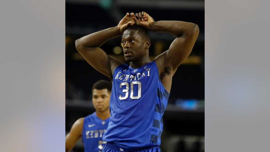 Kentucky forward Julius Randle (30) places his hands on his head after missing the first of two free throws late in the second half of an NCAA college basketball game against Baylor as Andrew Harrison, rear, watches , Saturday, Dec. 7, 2013, in Arlington, Texas. Baylor upset Kentucky 67-62. (AP Photo/Tony Gutierrez)