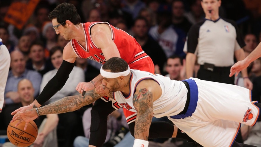 New York Knicks forward Kenyon Martin (3) dives for the ball as Chicago Bulls guard Kirk Hinrich (12) dribbles in the first half of their NBA basketball game at Madison Square Garden in New York, Wednesday, Dec. 11, 2013.  (AP Photo/Kathy Willens)