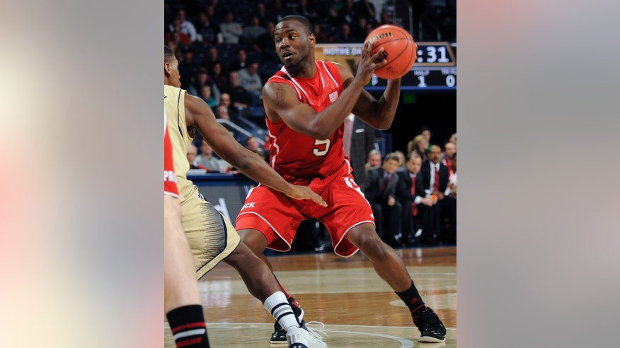 North Carolina State guard Desmond Lee, right, drives the lane as Notre Dame guard Demetrius Jackson defends in the first half of an NCAA college basketball game, Tuesday, Jan. 7, 2014, in South Bend, Ind. (AP  Photo/Joe Raymond)